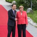 Frau Merkel begruesst die Staatsgäste
