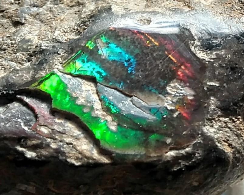 Irisiert / Aragonit / Alpenopal