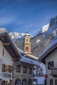 Das verschneite Gries vor dem verschneiten Karwendel