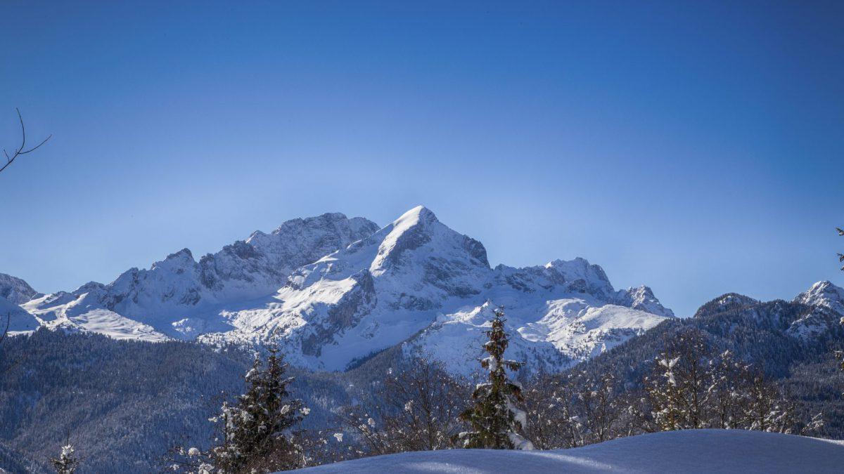 verschneite Alpspitze